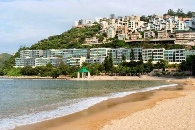 图片:张燕南在香港的别墅可以俯瞰富人专属的浅水湾。(Public Domain)