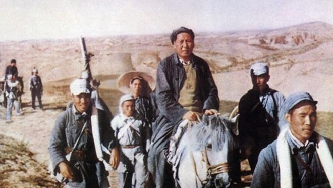 毛泽东骑马