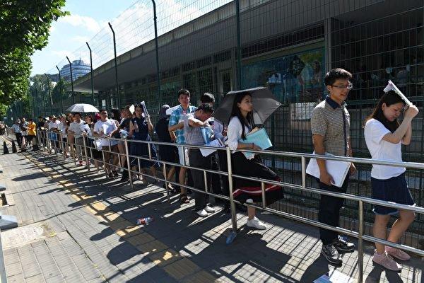 中国四类人及家属赴美暂停 移民律师:制裁加大