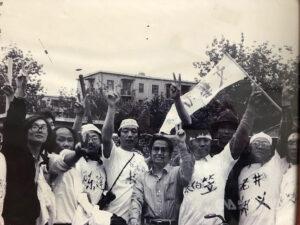 """河殇""""总撰稿人、作家苏晓康(右四)曾与多名知识分子上街声援学生"""