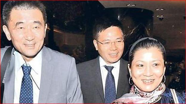 朱镕基的女儿朱燕来(右)和女婿梁青(左)