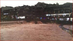 中国湖南凤凰古城被水淹了